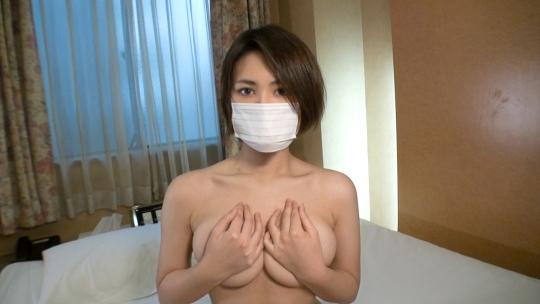 【マスク着用】口元と職業を隠した謎の美女